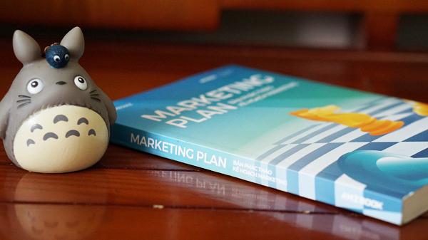 Bề dày quyển sách Marketing Plan Bản phác thảo kế hoạch Marketing
